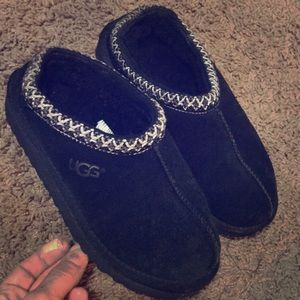 Black youth Ugg clogs